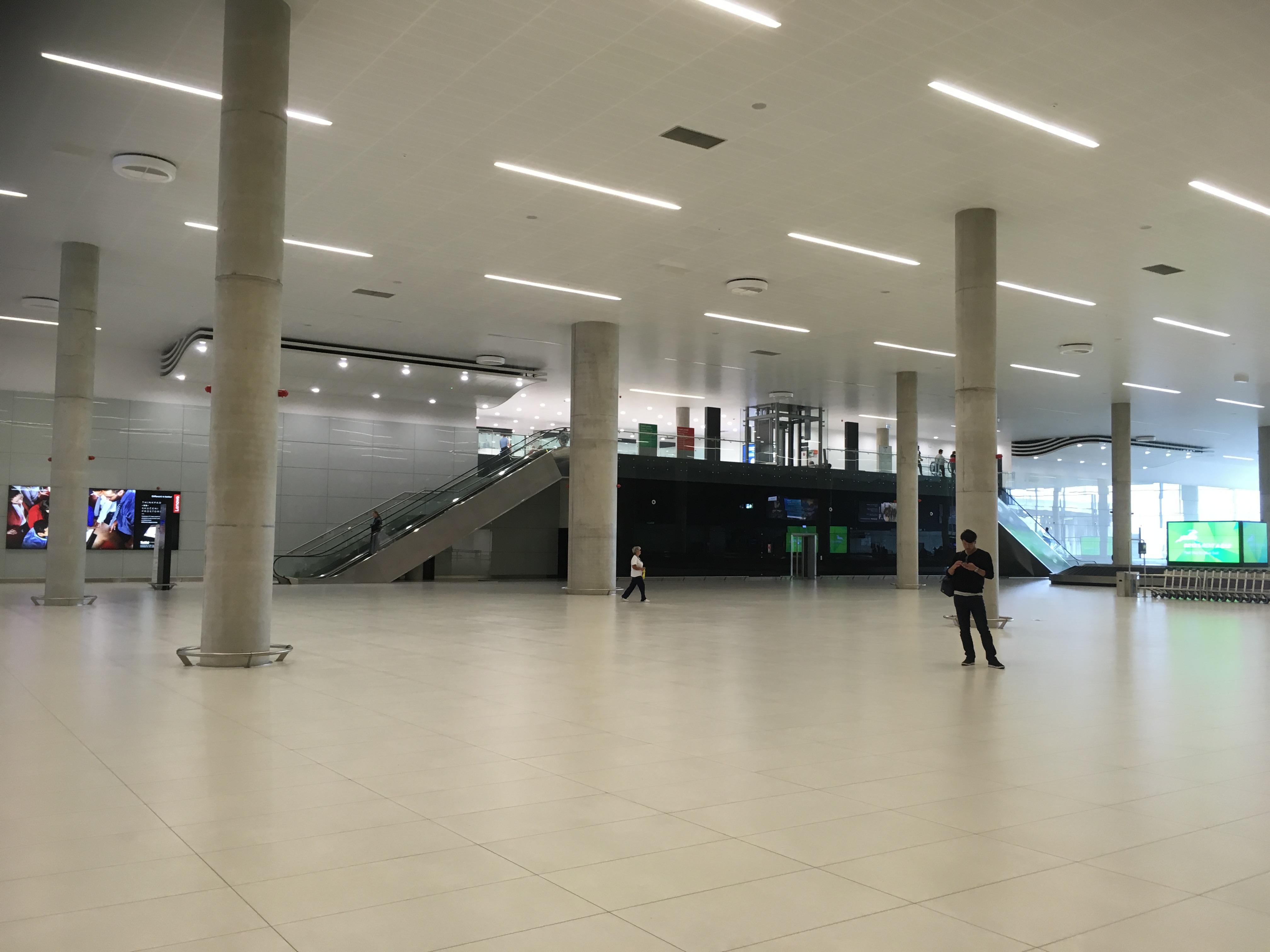 zagreb huge airport